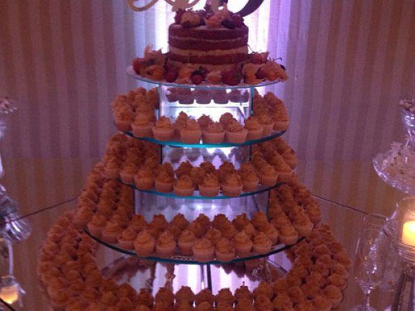Bolo de mini cupcakes